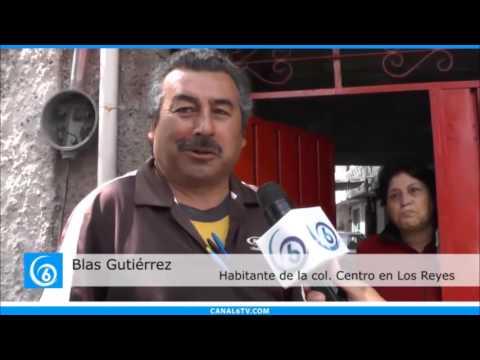En la avenida Puebla del municipio de La Paz vecinos denuncian coladera de la cual sale aceite