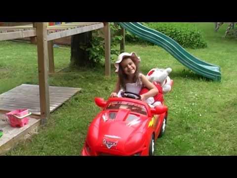 Mit diesem Lied startete alles im Jahre 2010 als Sissi gerade einmal fünf Jahre alt war. Was eigentlich nur als kleiner Spaß gedacht war, machte schnell die Runde und erreichte in Kürze ein großes Publikum bei YouTube.