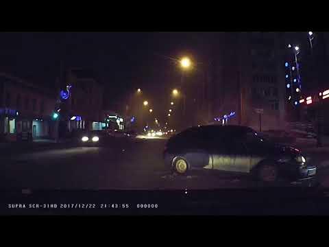 Повезло пешеходам в Саратове остаться в живых!