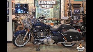 Harley- Davidson® Touring® Road King Classic (FLHRC)® (Billiard Blue)