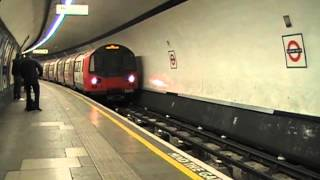 preview picture of video 'Northern line - Clapham South Arrival (29-12-2008)'