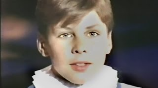 Video of unknown choirboy singing Ave Maria, Bach-Gounod