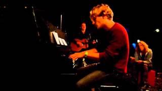 Maarten Rischen 'op bospiano' met Tommy Ebben