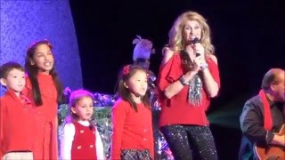 "Kenny Rogers with Linda Davis, singing ""I believe in Santa Claus"" with kids Dec 11, 2015"