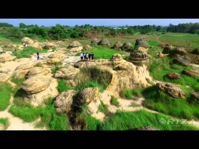 Panorama Gresik Dengan Pesona Bukit Jamur