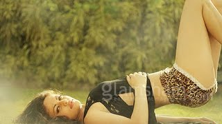 Sneha Ullal Loose Panty Shaking Thighs And Hot Inner Skin Expose Navel Video