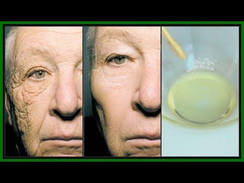 Mask ng wrinkles sa paligid ng mga mata ng 20