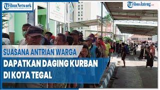 Warga Antre Berdesakan Ambil Daging Kurban di Masjid Agung Kota Tegal