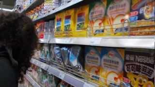 preview picture of video '(RAW) Asia Trip Nanjing: Visita al Supermercado 3'