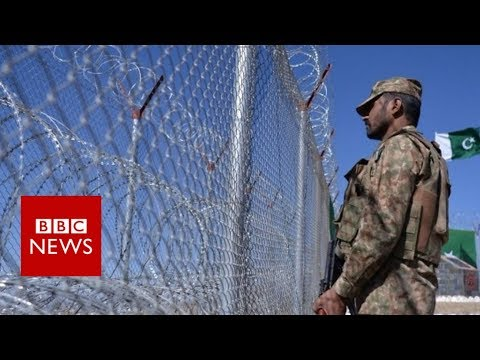 Pakistan border fence causes controversy - BBC News