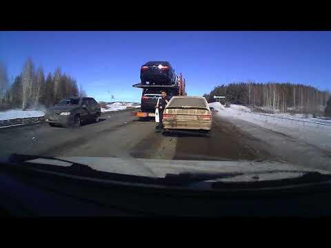 ВАЗ-2114 занесло на встречку в грузовик в Башкирии