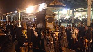 Ritual Kirab Pusaka Tapa Bisu Malam 1 Sura di Pura Mangkunegaran Solo