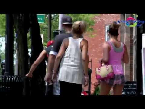 Thủ dâm giữa đường phố đông người - TiếuVL