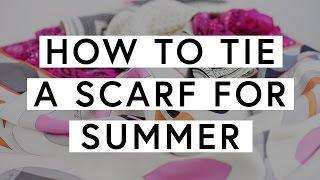 6 Cara Aman (dan Stylish) Menggunakan Scarf di Musim Panas