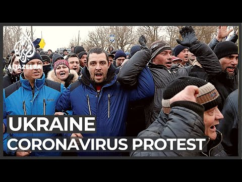 Ukrainian protesters hurl rocks at bus carrying evacuees