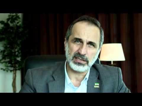 معاذ الخطيب يهنى السوريين بالعيد  ويعرض مفاوضات مع الاسد .. مجدداً (فيديو)