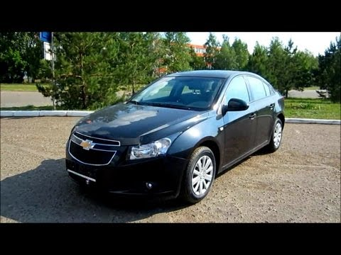 2012 Chevrolet Cruze LS. Start Up, Engine, and In Depth Tour.