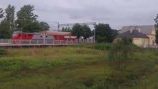 Поезд едит с новыми вагонами ржд