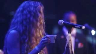 "Joss Stone sings snippets of ""Last One to Know"" and ""Parallel Lines"" (Live @ Under The Bridge)"