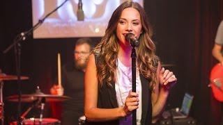 "Jana Kramer ""I Got the Boy"": Rock Revival Showroom Sessions"