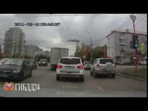 Водитель Toyota Platz сбил с ног пожилого пешехода