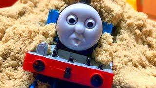 プラレール きかんしゃトーマス 踏切トンネルで砂 スライムで事故⁉はたらくくるまが助ける!Thomas&friend Slime