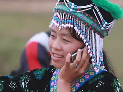 Hluas Nkauj hmong nplog txoj kev nrhiav noj!
