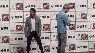 魔裟斗がファンのお尻にキック・吉野家新商品発表会にて
