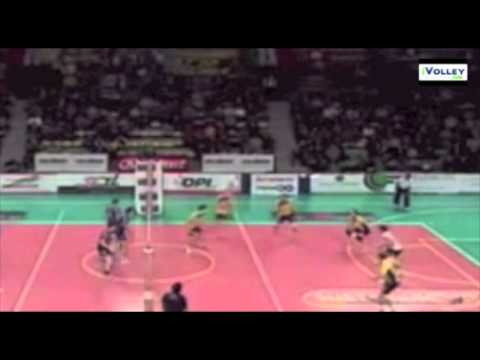 Preview video i colpi di piedi nel volley