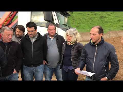 VIDEO. Crise des déchets en Corse : arrivée du collectif Pà u pumonte pulitu au centre d'enfouissement de Prunelli