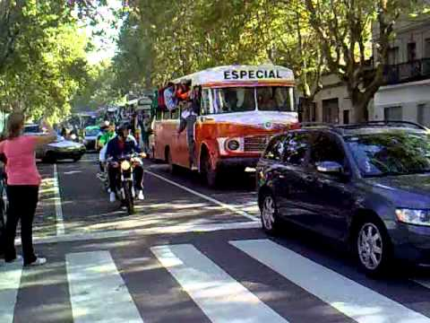 """caravana desde ferro a huracan 06-04-2012.mp4"" Barra: La Banda 100% Caballito • Club: Ferro Carril Oeste"