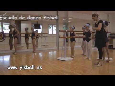 Clases de niños de 8 a 9 años de Ballet Clásico en la Escuela de Danza, Yisbell.
