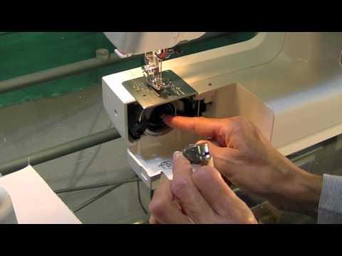Colocar la bobina en la parte inferior de la máquina de coser