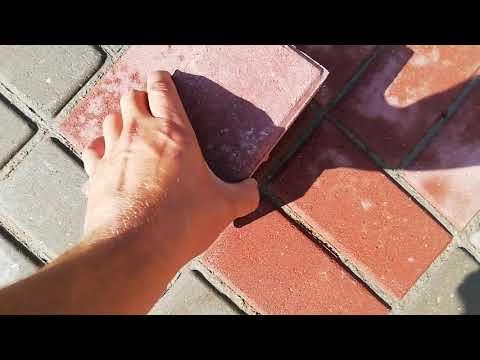 Как отмыть тротуарную плитку от цемента? Это видео вам поможет)