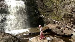 У водопада Гадельша в резиновых сапогах Lucky Land, май 2019 г.