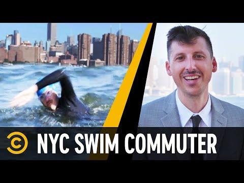 Muž, který plave do práce