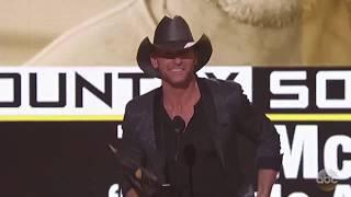 Tim McGraw Wins American Music Awards 2016