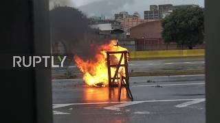 Venezuela: Anti-govt protesters barricade Caracas streets