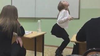 ДЕВУШКА ДИНОЗАВР В ПАРКЕ ЮРСКОГО ПЕРИОДА (Деффказавр)