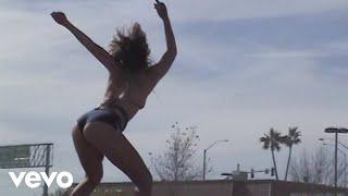 Bikini Porn - Tove Lo  (Video)