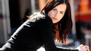 Dolores O'Riordan - I Want You (pics)
