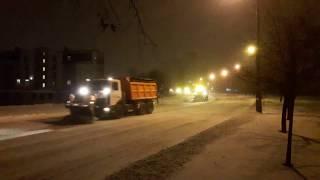Как в Киеве чистят дороги после снегопада