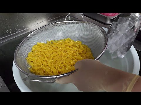 치즈 군만두와 비빔칼국수 / fried cheese dumplings & bibim noodle / korean street food