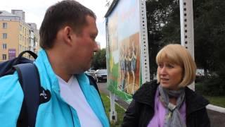 Единороссы срывают плакаты кандидата от оппозиции Дмитрия Шилова