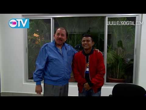 """Presidente Daniel recibe al Campeón Román """"Chocolatito"""" González"""