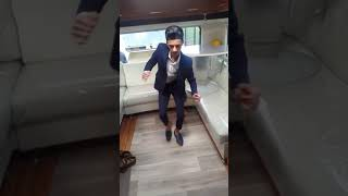Jeune gitan qui dance