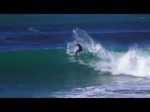 Big solid wave surfing at Crescent Head