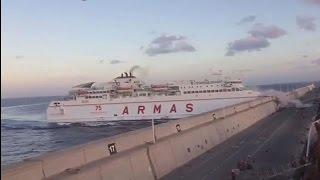 Espanha: Acidente com ferry em Las Palmas provoca derrame de petróleo