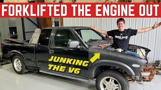 Pulling The Original STUCK V6 Out Of My FREE Chevy S-10