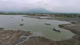 preview picture of video 'Sidoarjo mudflow, East-Java - aerial footage 2014.'